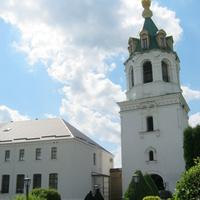 На подвір'ї монастиря
