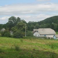 Краєвид з подвір'я школи (колишнього панського маєтку)