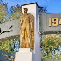 Братская могила, мемориал павшим воинам в ВОВ
