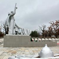 Братская могила-мемориал павшим в Гражданскую и Великую отечественную войны.
