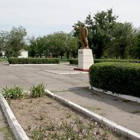 памятник Ленину и площадь