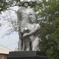 Памятник на братской могиле (давно требует замены,ибо в ужасном состоянии)