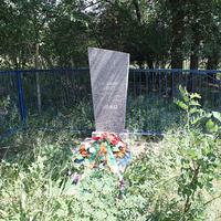 братская могила воинов,павших в ВОВ (в лесополосе на северной окраине)