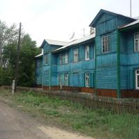 Деревянный дом (вероятно, жилой). Недалеко от станции Заудинский