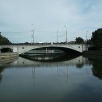 Река Свислочь. На мосту – проспект Независимости