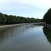 Река Свислочь. На берегу – парк им. Янки Купалы