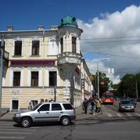 Здание на площади Волкова