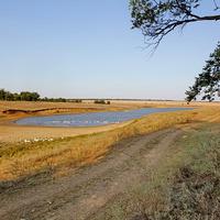 пруд в ценре хутора