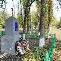 братская могила воинов, павших в ВОВ у маслозавода (243 неизвестных воина)