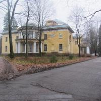 Дворцовые постройки на территории Шуваловского парка
