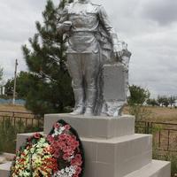 памятник на братской могиле воинов ВОВ