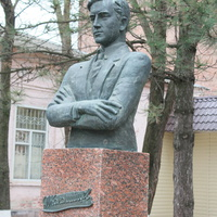ул Ленина. Памятник Коломийцеву