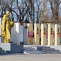 мемориал и стела Героев Дубовки