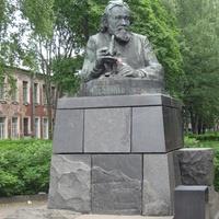 Памятник Мечникову.