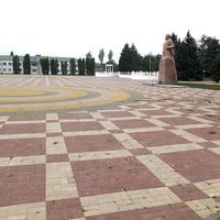 площадь - вид на здание администрации района