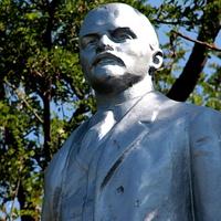 памятник Ленину (крупно)