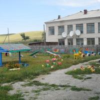 Здание школы,где сейчас еще находится и Д,сад