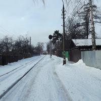 Светофор на поселковой улице