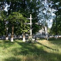 Памятный крест на месте разрушенного храма