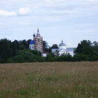 Крестовоздвиженская и Троицкая церкви.
