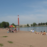 Городской пляж на озере Безымянном.