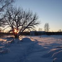 """Солнце прячется за горскую баню, которая стоит на горе-""""выдьме"""""""