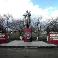 Братская могила 20 советских воинов