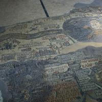 Мозаичная карта-панно на полу православной Георгиевской церкви в городе Мадаба