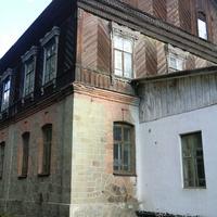 Здание бывшего шахтоуправления, заложенного В.Н.Френцем в начале ХХ в.