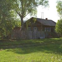 в школьном посёлке остался один жилой дом