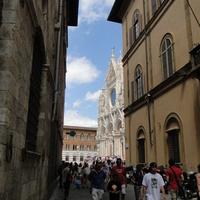 Siena, улица ведущая к кафедральному собору