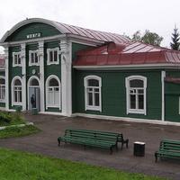 вокзал (станция Сюгинская, здание построено в 1916 г.)