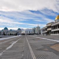 """Площадь перед Президентским Дворцовым комплексом «Огузхан»/The square in front of the Presidential palace complex """"Oguzhan"""""""