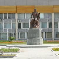 Памятник Кайсыну Кулиеву