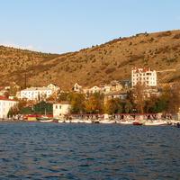 Вид из бухты на населенный пункт