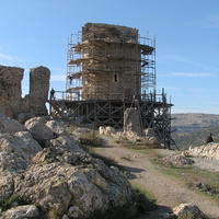 Одна из башен крепости Чембало