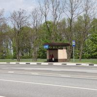 Крутой Лог. Автобусная остановка в нижней части села.