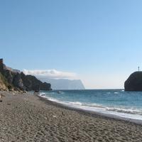 Яшмовый пляж и скала Святого Явления
