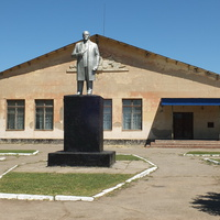 памятник Ленину у дворца Культуры