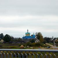 вид с моста на голубую церковь