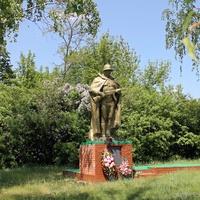 Братская могила 8 советских воинов в селе Наумовка