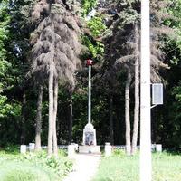 Памятник погибшим воинам в годы войны 1941-1945, у поста ГАИ
