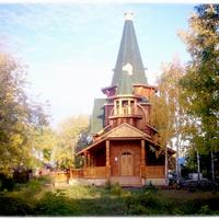 Новоомский. Храм осенью.