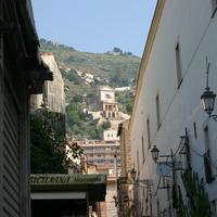 Церковь на склоне горы