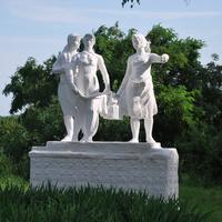 Скульптурная композиция у Дома культуры в с. Тимирязево
