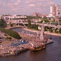 Праздник города. Вид на эстакадный мост из дома №3 по ул. Портовой