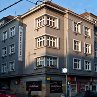 На улице Белогорской