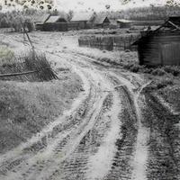 Выезд из Назарьино в сторону Анциферово. Фотография ориентировочно 1993 года.
