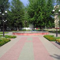 Фонтан в парке атракционов в м-не Интернациональный