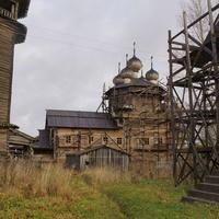 Покровско-Власьевская (шатровая,1743 года) и Богоявленская (Георгиевская) (многоглавая,1793 года), а также колокольня (концаXVIII века).